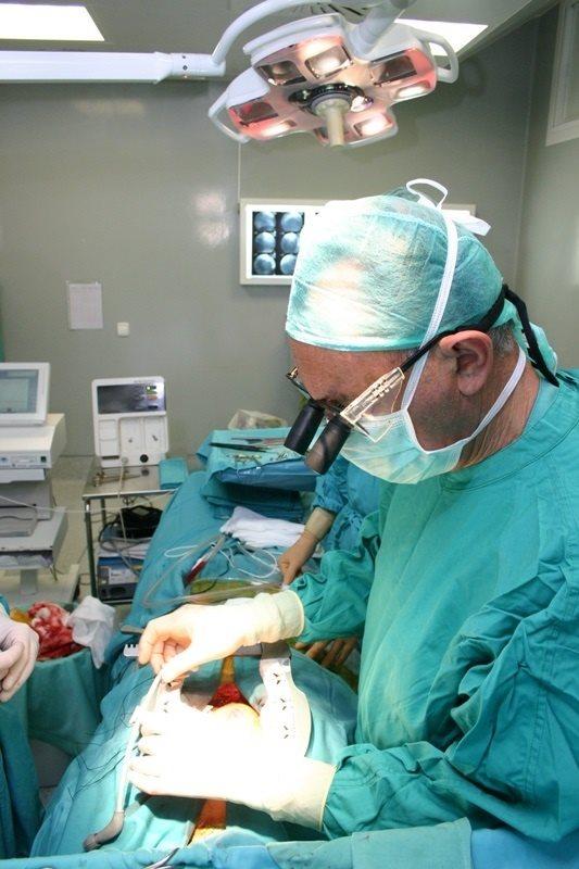 modelo hospital coruña médico cirujano