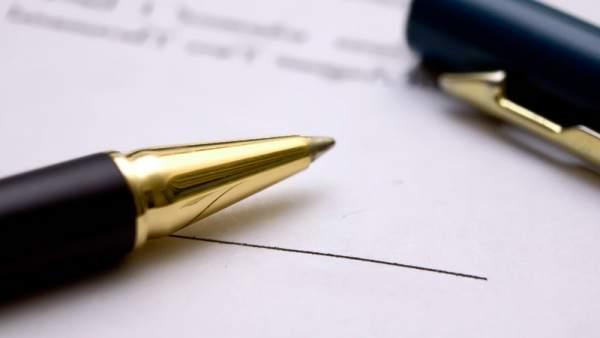 modelo reclamación cláusula suelo firma bolígrafo