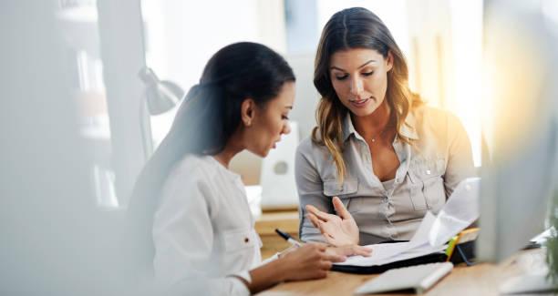 modelo cuenta de pérdidas y ganancias mujeres jóvenes